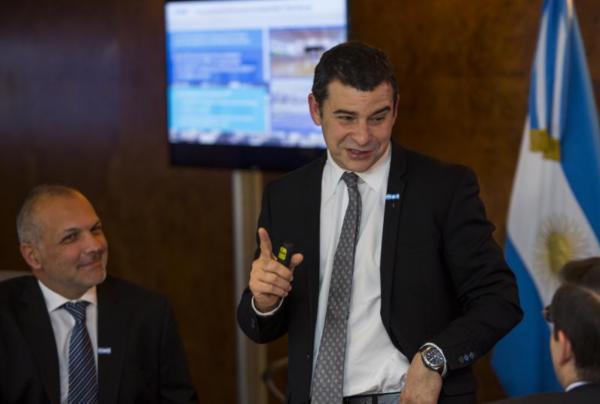 Anuncio del CEO de YPF Miguel Galuccio y el Gobernador de la provinci