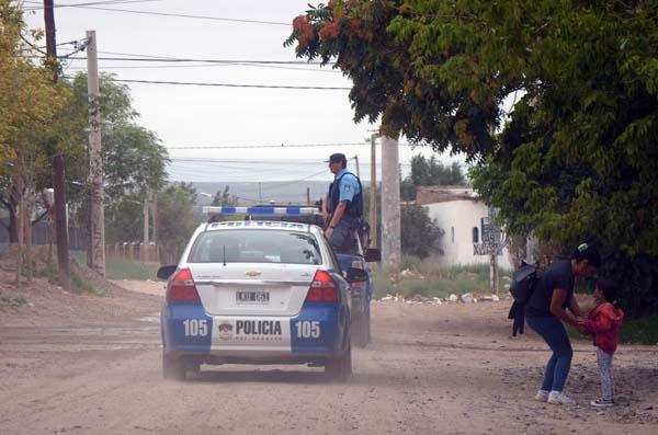 Neuquén: Megaoperativo de allanamientos en el barrio Cuenca XV.