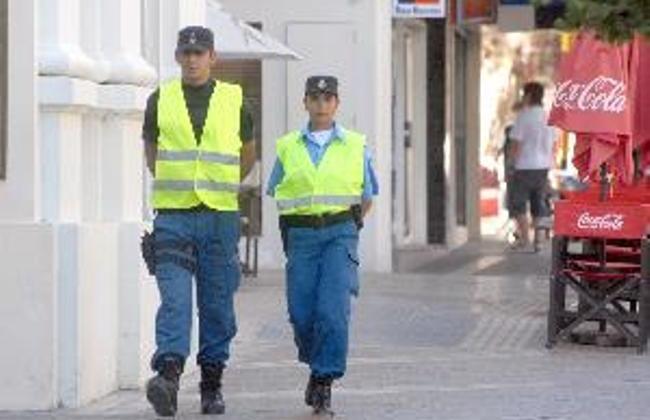 AG. NQN FOT YAMIL REGULES 27/1/011 -FALTA DE IDENTIFICACION DE POLICIAS
