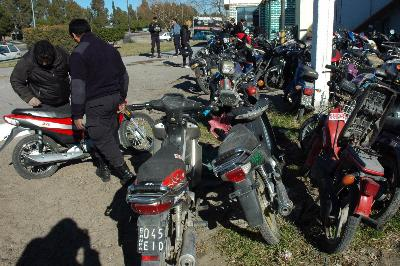 viedma - 13/12/12la policia secuetro motos robadasfoto marcelo ocho