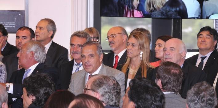 Jorge-Sapag-renovó-la-refinanciación-de-la-deuda-provincial-708x350