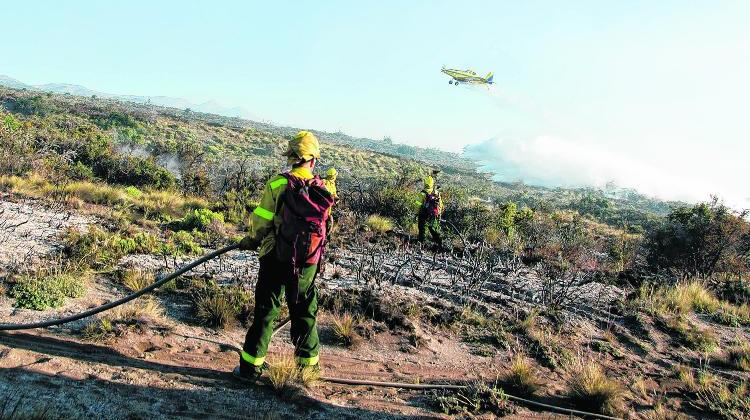 Bariloche 04/01/15 Incendio en la Ruta 40 camino a Villa La Angostura