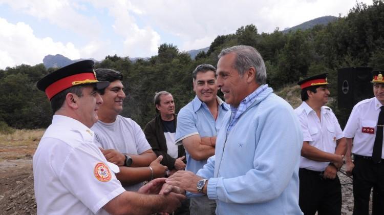 Jorge-Sapag-en-la-reinauguración-del-cuartel-de-bomberos-de-Meliquina-708x350@2x