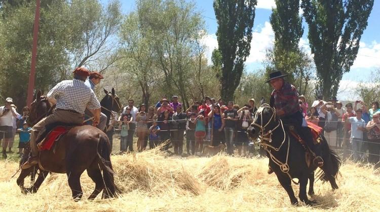 Miles de personas disfrutan la Fiesta del Ñaco en El Cholar
