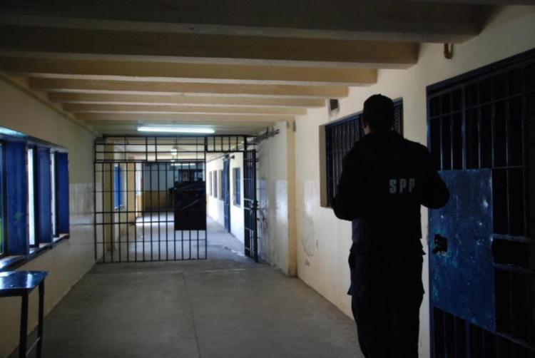 """ROCA 28/03/12: PASILLOS DEL ESTABLECMIENTO DE EJEUCION PENAL N"""" 2 EX-"""