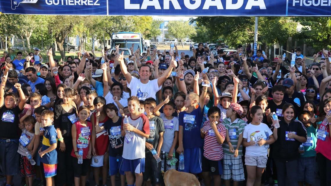 Omar Gutierrez participó de la maratón de barrio Buquet Roldán. prensa_0274