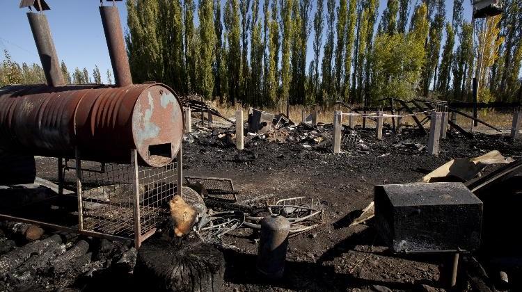 Nqn - Incendio con dos muertos en Vista Alegre Sur - Juan Thomes