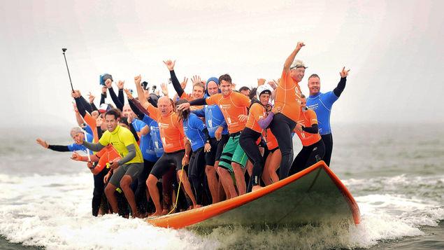 Nuevo-record-surf-personas-tabla_MEDIMA20150621_0009_5