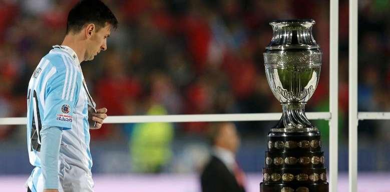 Messi-copa-vez-esquiva_OLEIMA20150704_0184_25