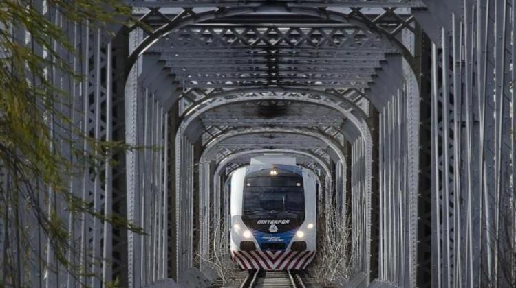 Nqn - Tren interurbano comenzaron las pruebas - Juan Thomes