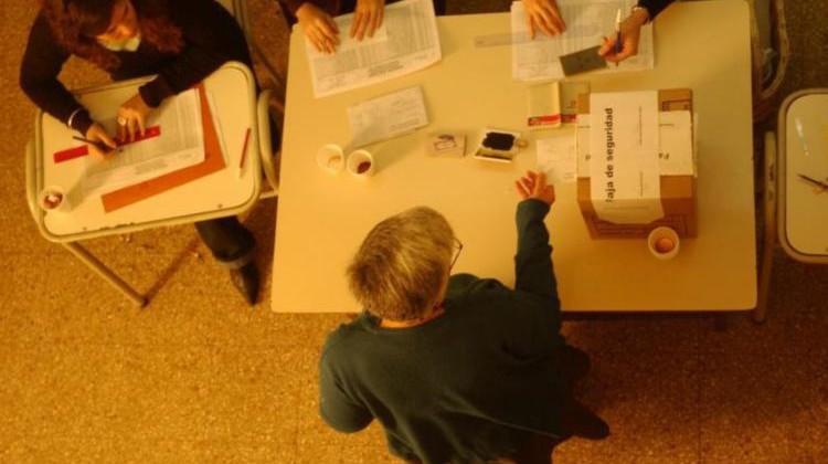 ROCA 20/05/07: ELECCIONES 2007. URNAS EN LA ESCUELA 32.  FOTO: ANDRES MARIPE