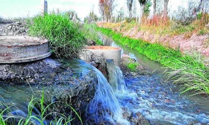 Neuquen 14/04/2015 Canal Necochea desborda de aguas servidas Ceci Maletti