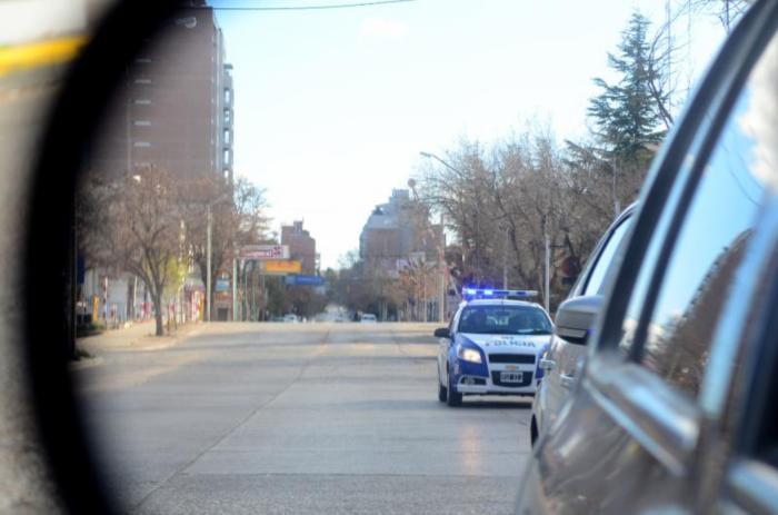 nqn Movil policial patrulla la ciudad