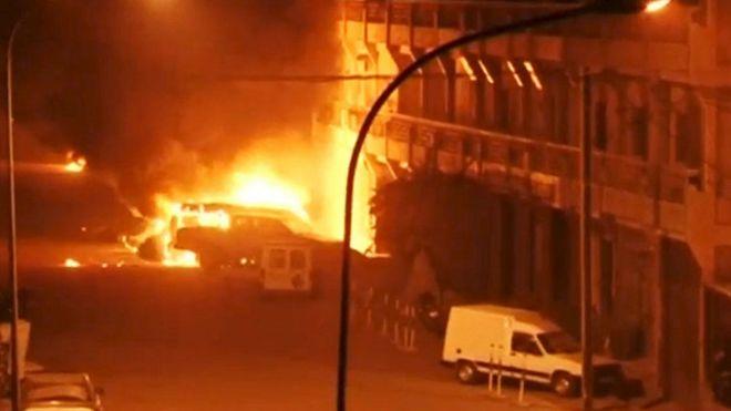 160116040726_segn_los_testigos_el_ataque_al_hotel_comenz_con_el_estallido_de_uno_o_dos_coches_bomba_624x351_reuters_nocredit