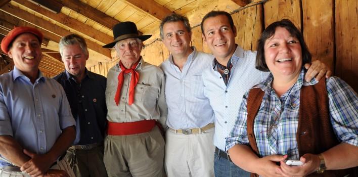 Neuquen...-Junin-de-los-Andes-30.01.2016...-El-gobernador-Omar-Gutiérrez-visita-la-exposición-rural.1-708x350