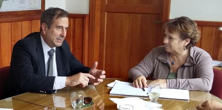 Ricardo-Corradi-Diez-Ministro-de-Salud-y-Desarrollo-Social-visita-San-Martin-de-los-Andes-y-Junin-de-los-Andes-2-708x350