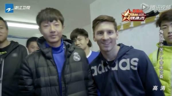 chino-hincha-Madrid-saludar-Messi_CLAIMA20160128_0128_28