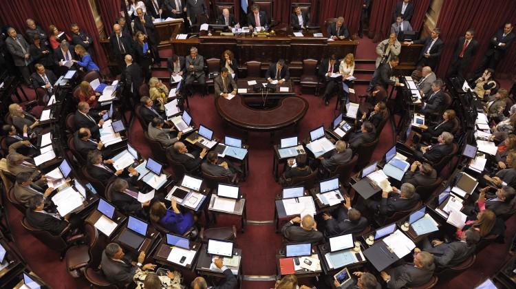 Vista parcial del recinto del Senado de la Nacion durante la sesion donde comenzo a debatirse el proyecto de blanqueo de capitales impulsado por el gobierno, en Buenos Aires, el 22 de Mayo de 2013.  (Alejandro Pagni / PRENSA SENADO)