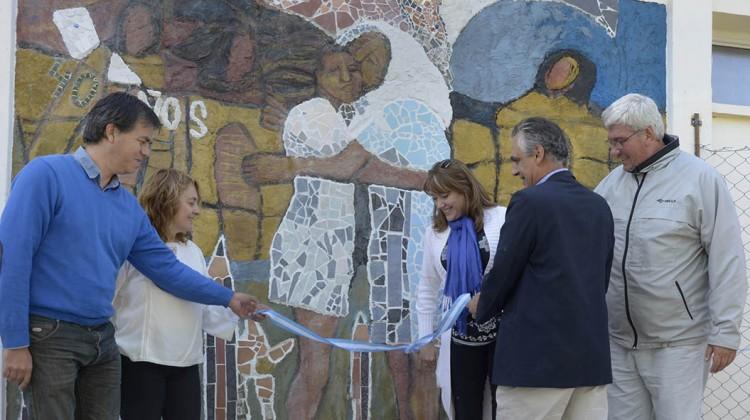 El Ministro de Ciudadania Gustavo Alcaraz en la inauguracion del mural conmemorativo del 40º Aniversario del Golpe civico militar en la Facultad de Humanidades de la UNCO