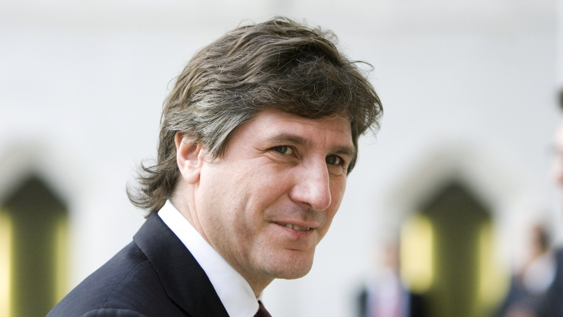 Argentina's Economy Minister Amado Boudou arrives for the dinner of the G20 Finance Ministers' meeting at the Guildhall in the City of London September 4, 2009. World finance leaders shifted their focus from crisis fighting to banking reform on Friday as evidence mounted that the worst global recession in decades was finally drawing to a close. REUTERS/Chris Ratcliffe/Pool (BRITAIN BUSINESS POLITICS)