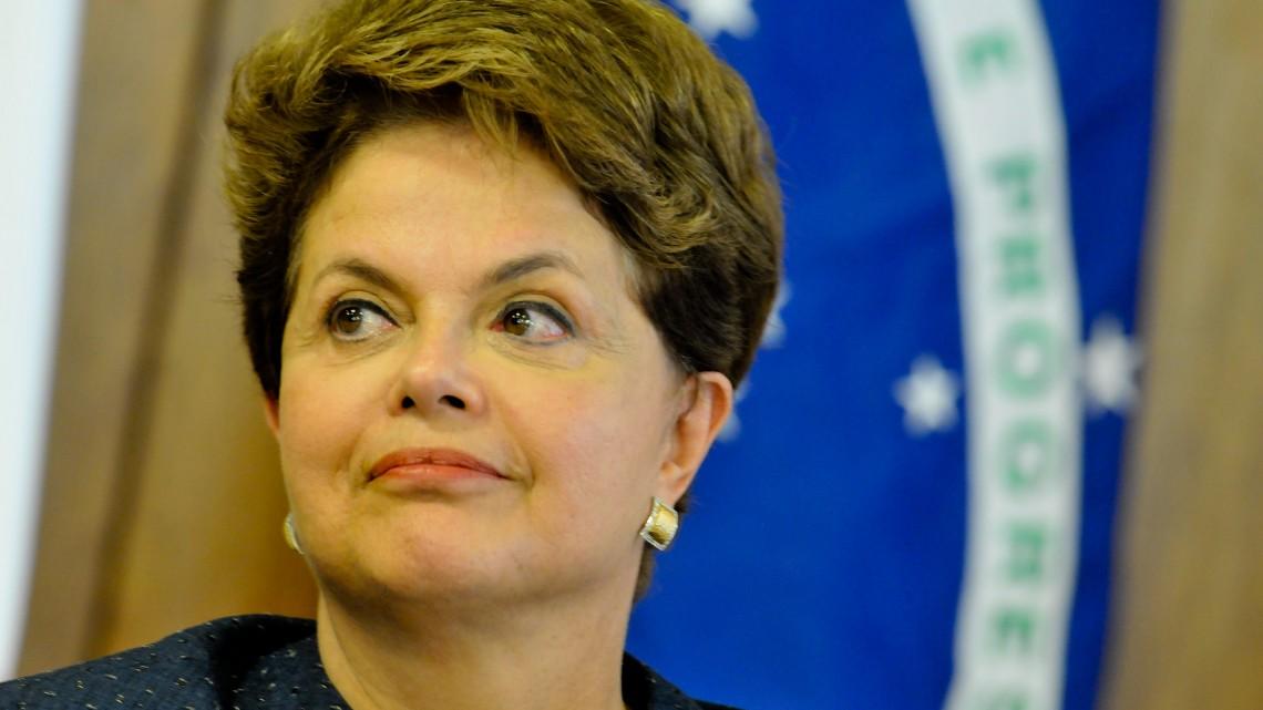 DF - DILMA/FILLON - POLÍTICA - A presidente Dilma Rousseff e fala à imprensa após reunião com o primeiro-ministro da França, François Fillon,  no Palácio do Planalto, em Brasília,   nesta quinta-feira.   15/12/2011 - Foto: PEDRO LADEIRA/FRAME/AE