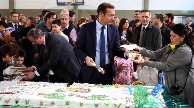 Villa la Angostura 17-05-2016 Gobernador Omar Gutiérrez participó del acto Aniversario de Villa La Angostura.