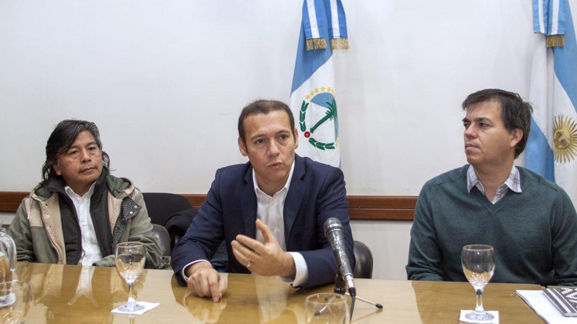 Gutierrez-con-referentes-de-grupo-de-dialogo-Neuquino_5255