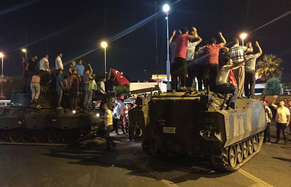 tanque-militar-Turquia-presidente-Erdogan_LNCIMA20160715_0143_29