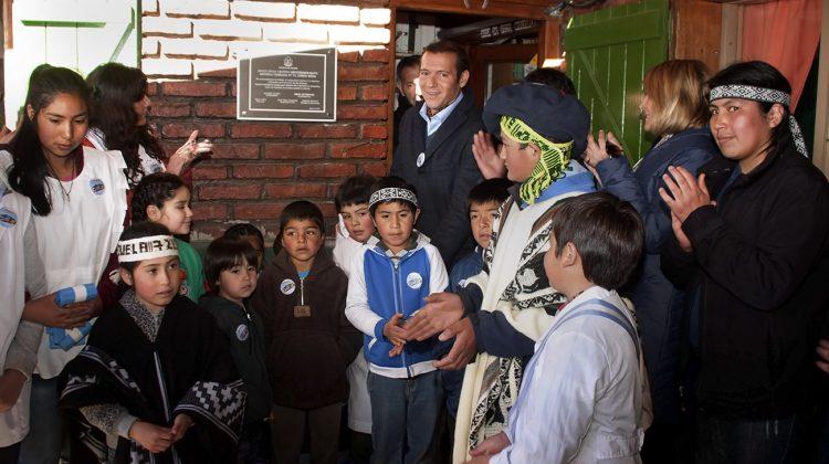 OMAR GUTIERREZ EN ESCUELA LONCO MULA