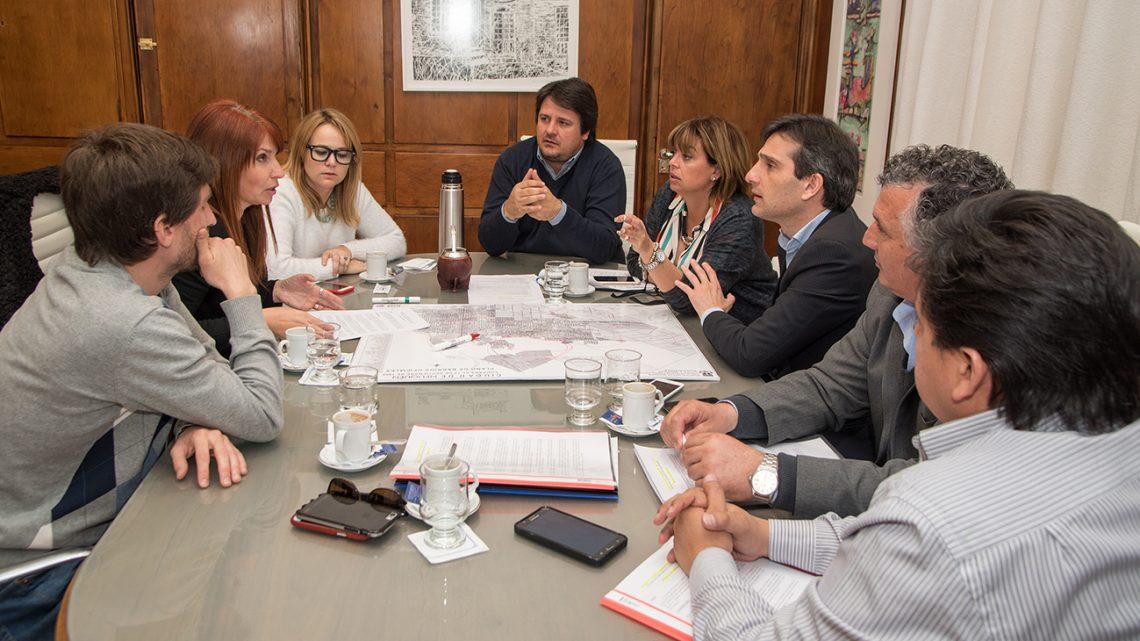01-09-2016 el Ministro de gobierno y justicia Mariano Gaido se reunio esta mañana con consejales del MPN