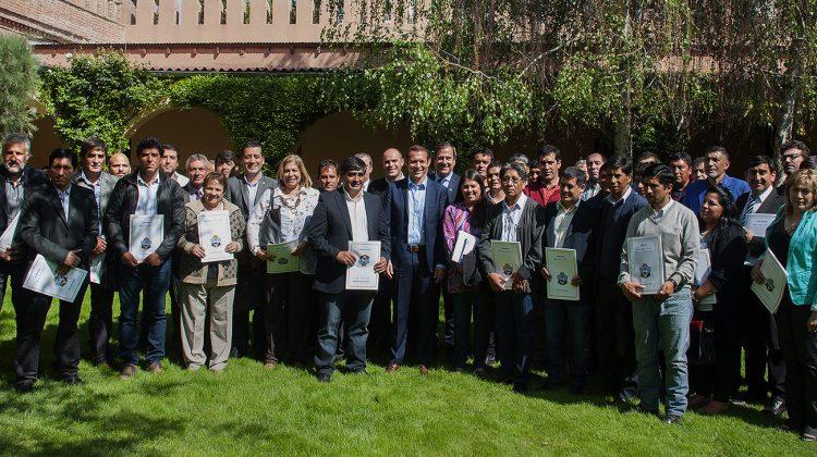 El gobernador Omar Gutierrez encabezo el acto por descentralización de políticas sociales