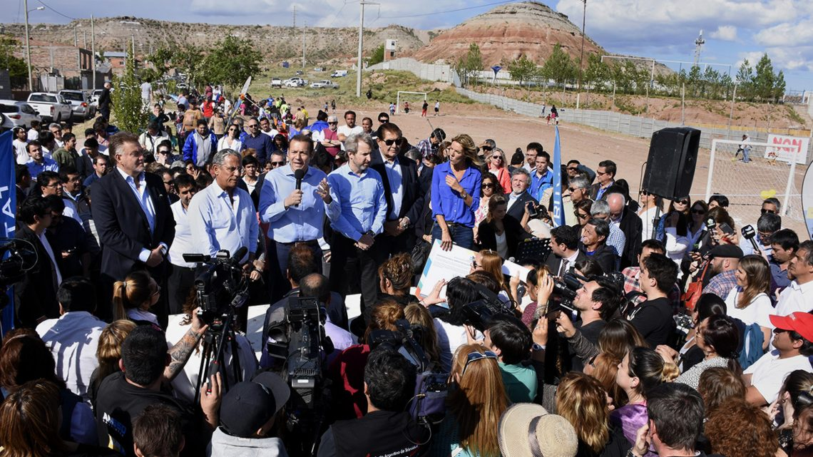 El gobernador Omar Gutiérrez y Rogelio Frigerio acuerdan obras para la provincia