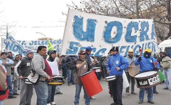 PROTESTA Y MARCHA DE OBREROS DE LA UOCRA....