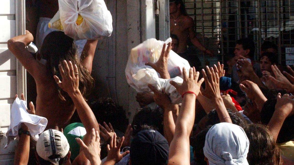 Telam 20/12/04:  LEVANTAMIENTO POPULAR DEL 19 Y 20 DE DICIEMBRE DE 2001, que derivó en la caída del gobierno de Fernando de la Rúa.  Foto: Juan Roleri