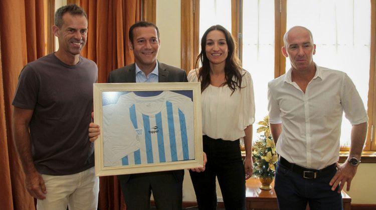 El gobierno provincial declaró ciudadano ilustre a Daniel Orsanic. La distinción fue anunciada por el gobernador Omar Gutiérrez luego de recibir al capitán del equipo nacional de Copa Davis.