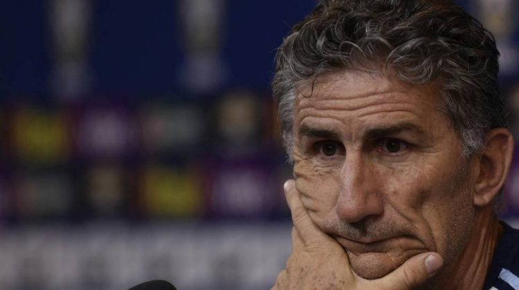 zzzzinte1Argentina's national football team coach Edgardo Bauza gestures during a press conference after a training session at Mineirao stadium in Belo Horizonte, Minas Gerais, Brazil, on November 9, 2016, ahead of their WC 2018 qualifier match against Brazil.  / AFP PHOTO / DOUGLAS MAGNOzzzz