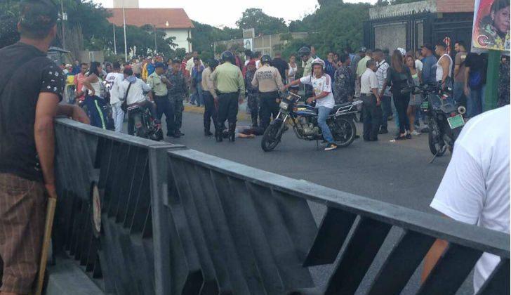 colectivos-chavistas-atacaron-un-centro-de-votacion