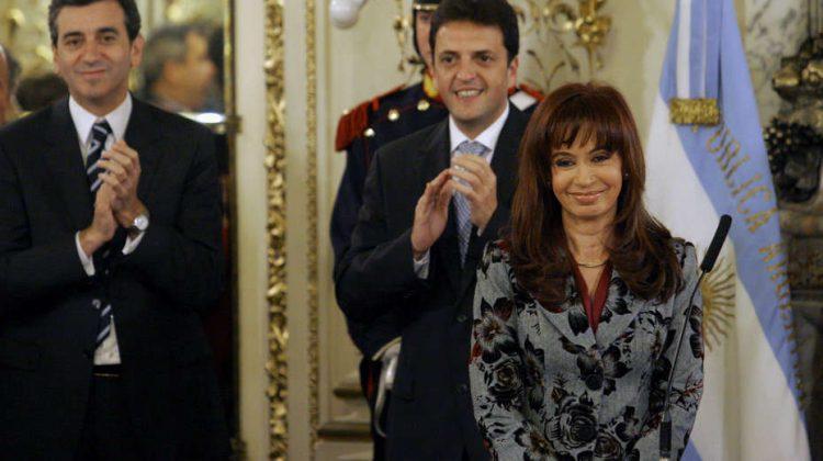 DYN32, BUENOS AIRES 01/07/09, LA PRESIDENTA CRISTINA FERNANDEZ DE KIRCHNER, TOMA JURAMENTO AL NUEVO MINISTRO DE SALUD, JUAN LUIS MANZUR, EN EL SALON BLANCO DE CASA DE GOBIERNO. FOTO:DYN/TONY GOMEZ.