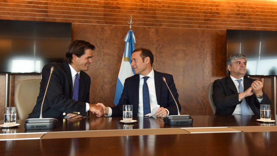 15-08-2017 Buenos Aires...Se aprobó el acuerdo entre YPF y Shell para la explotación del bloque Bajada de Añelo.. El gobierno de la provincia del Neuquén autorizó la cesión del 50% del bloque Bajada de Añelo que realizó YPF a Shell, para continuar impulsando el desarrollo hidrocarburífero de la provincia del Neuquén.
