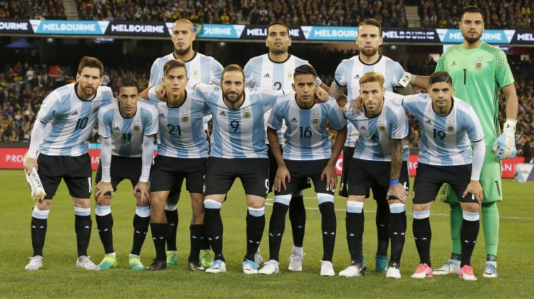 MELBOURNE, AUSTRALIA - JUNE 09:  The Argentia team pose for a photo before the Brasil Global Tour match between Brazil and Argentina at Melbourne Cricket Ground on June 9, 2017 in Melbourne, Australia.  (Photo by Darrian Traynor/Getty Images for ICC)