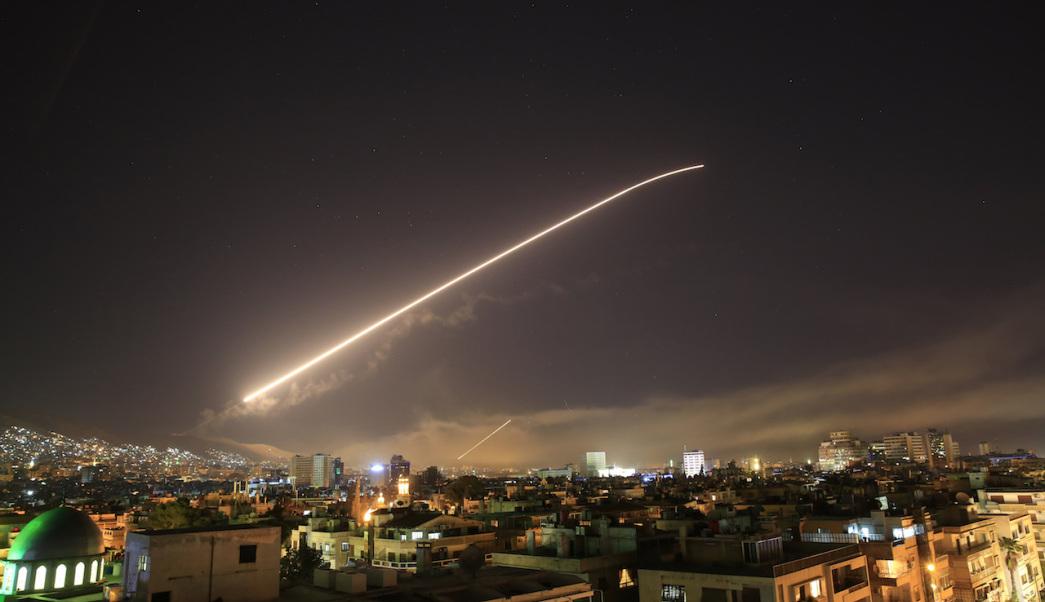 Misiles contra la ciudad de Damasco, Siria (AP Photo/Hassan Ammar)